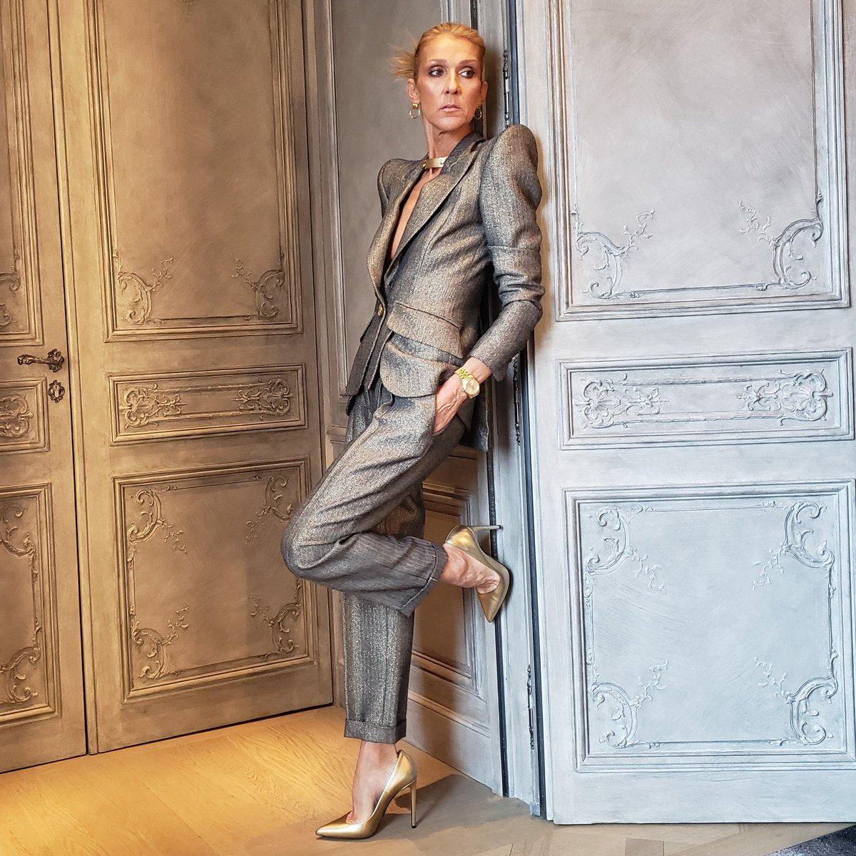 #fierce #elegant #powersuit #couture #fashion #pfw https://t.co/tqXeTvrsSa