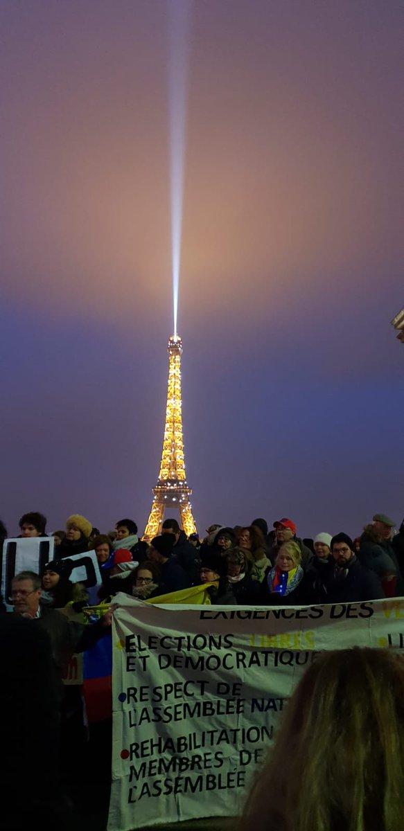 RT @maibortpetit: #Paris #23Ene #Venezuela #GritemosConBrio https://t.co/EOROix6kgr