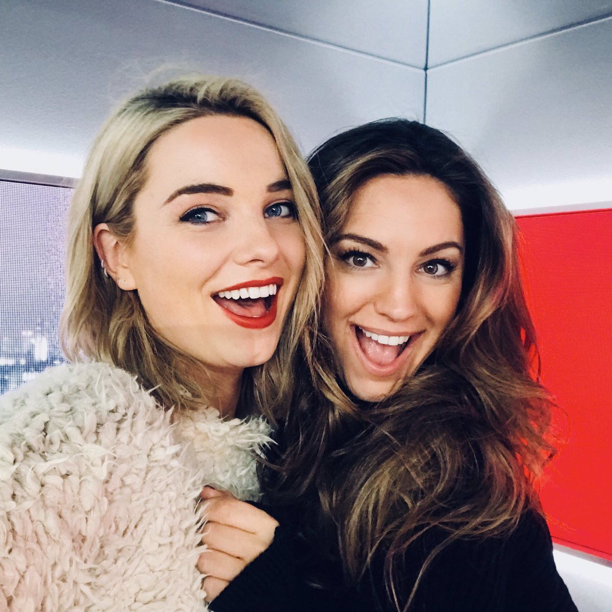RT @Sianwelby: If you're not listening to @thisisheart you're missing out! ???? @IAMKELLYBROOK https://t.co/kEIiPc0QgV