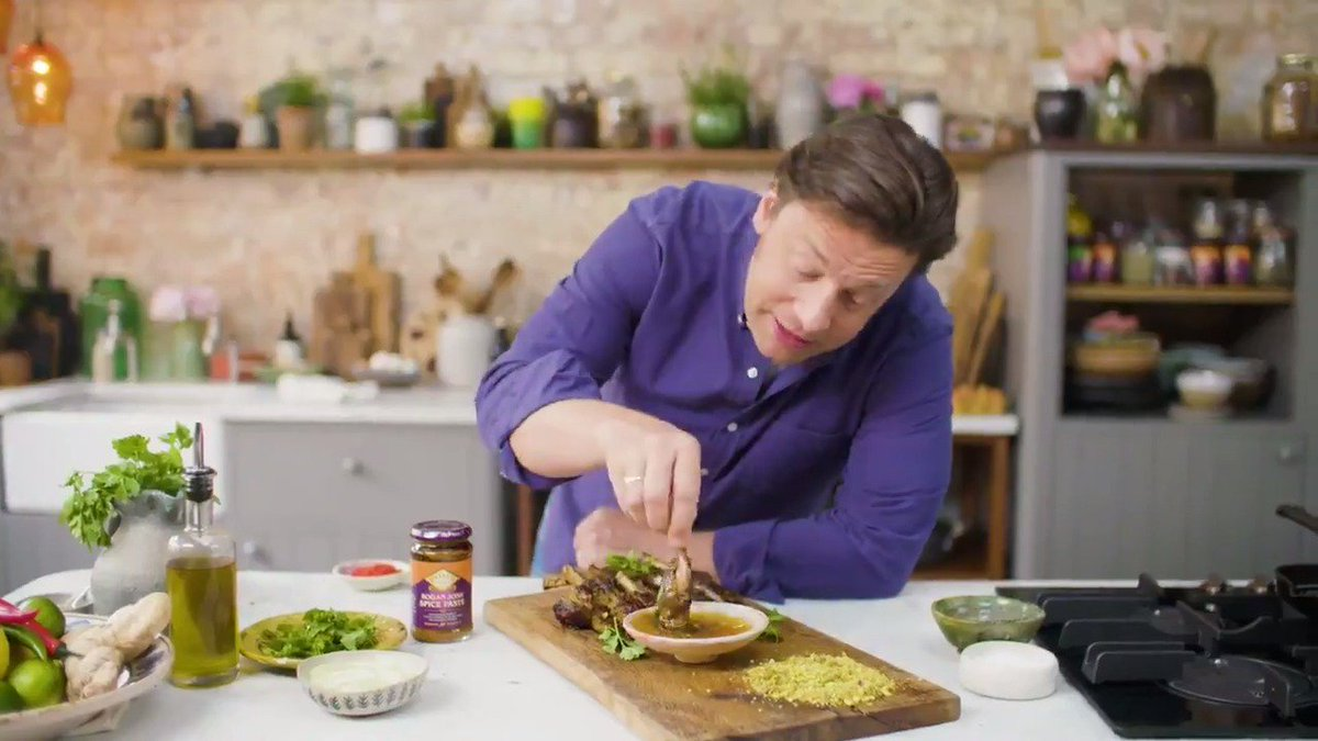 #AD | Jamie's top ???? cooking tips & hacks using @pataksuk, which one will you try first?!  #TopTips #CookingHacks https://t.co/Ow54TGFkfZ