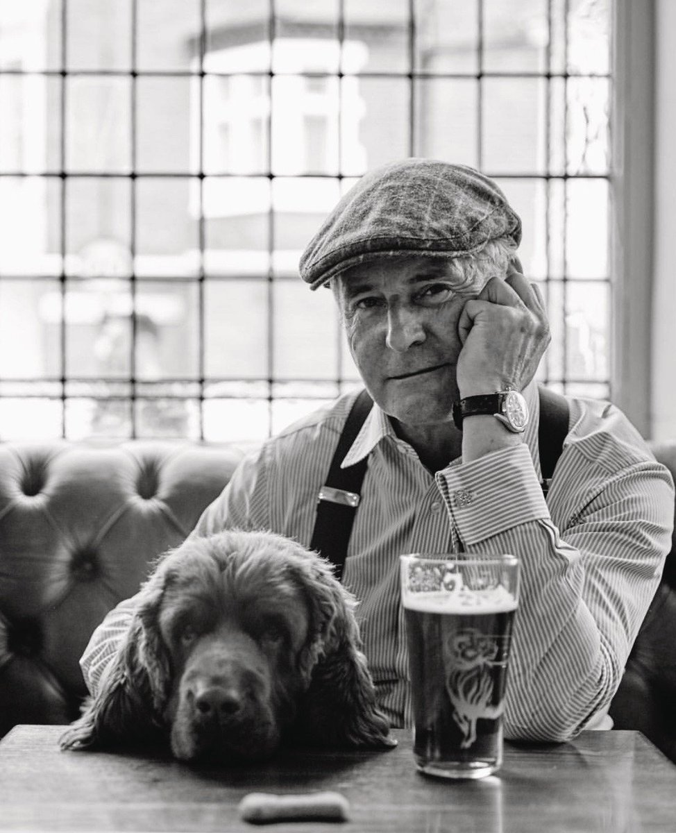 #TBT Mr Hackett has a cold one with loyal friend, Muffin. #Hackett #ThrowbackThursday #SussexSpaniel https://t.co/HzMZkWNiu5