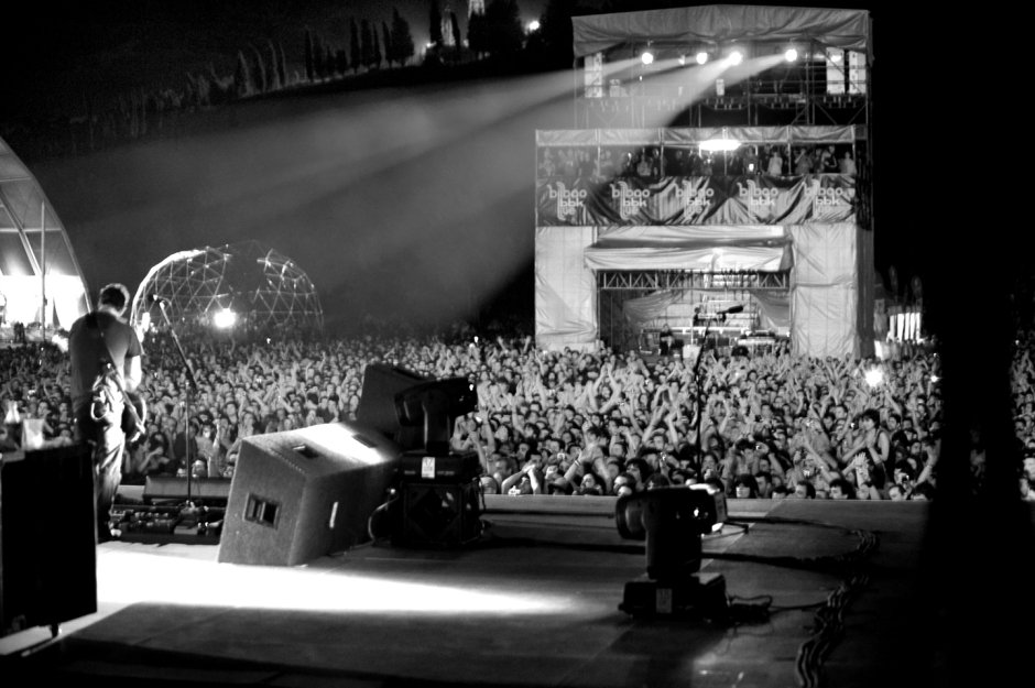 Headlining day 2 of @BilbaoBBKLive in 2010. #PearlJam  📷: Karen Loria https://t.co/11HWge86Y8