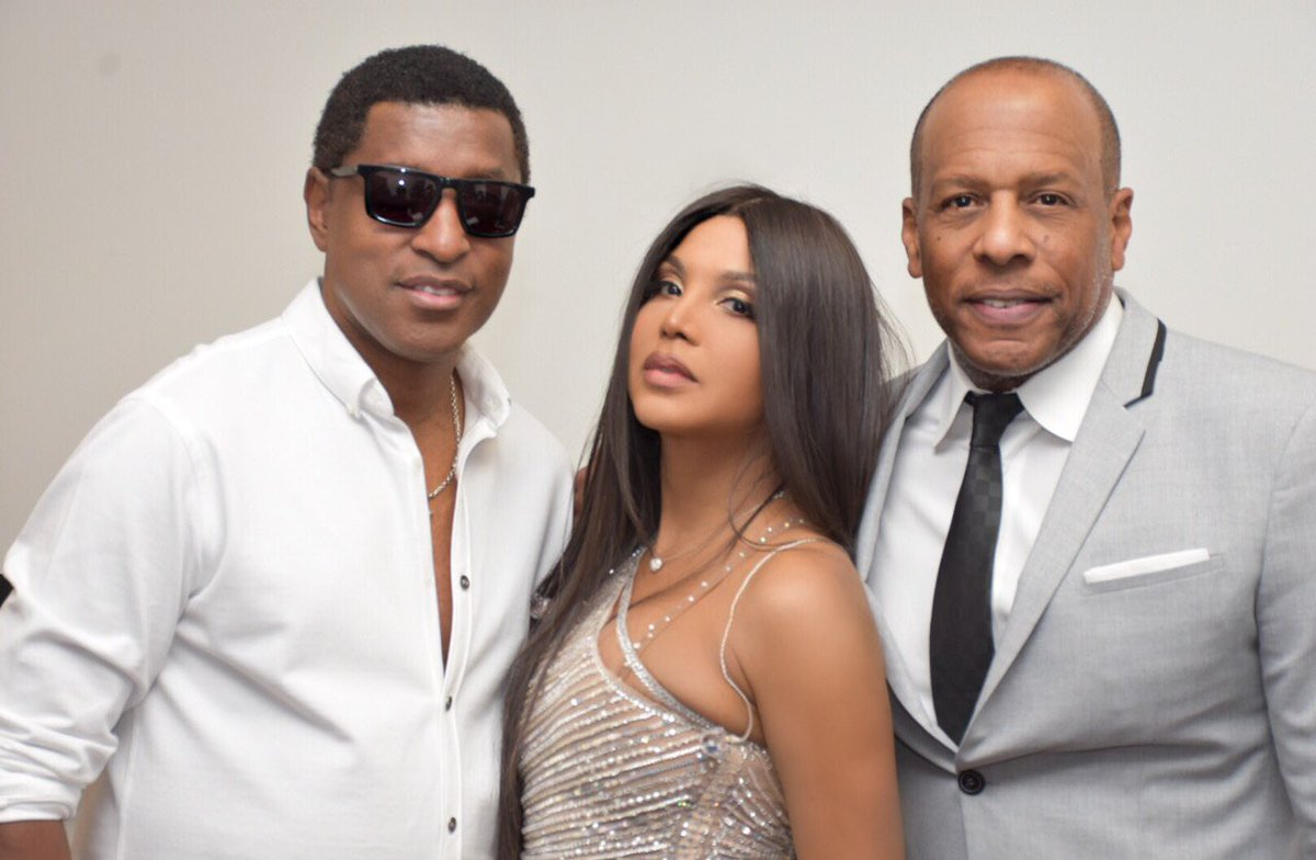 RT @KennyEdmonds: Hangin with @tonibraxton and @DarylSimmons411 at the show tonight at the @PruCenter in Newark! https://t.co/Z4vTkeslN5