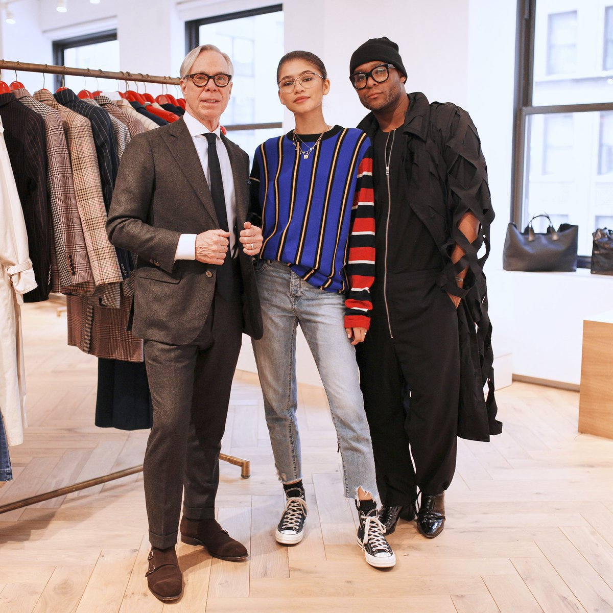 #TommyXZendaya コレクションのドリームチームを直撃!自信にあふれた女性たちが活躍した70年代のファッションにインスパイアされた新しいコレクションが、今まさに誕生しようとしています ! @Zendaya https://t.co/9qTeQ2zP8w