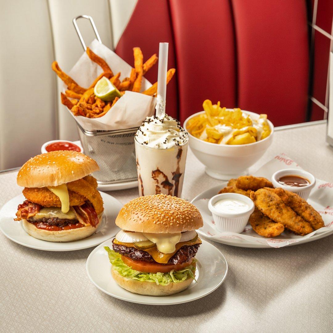 Grubs up, get in here quick!  #weekendgoals #eddierockets #fries #hamburgers #shakes https://t.co/48OrZVGpdL
