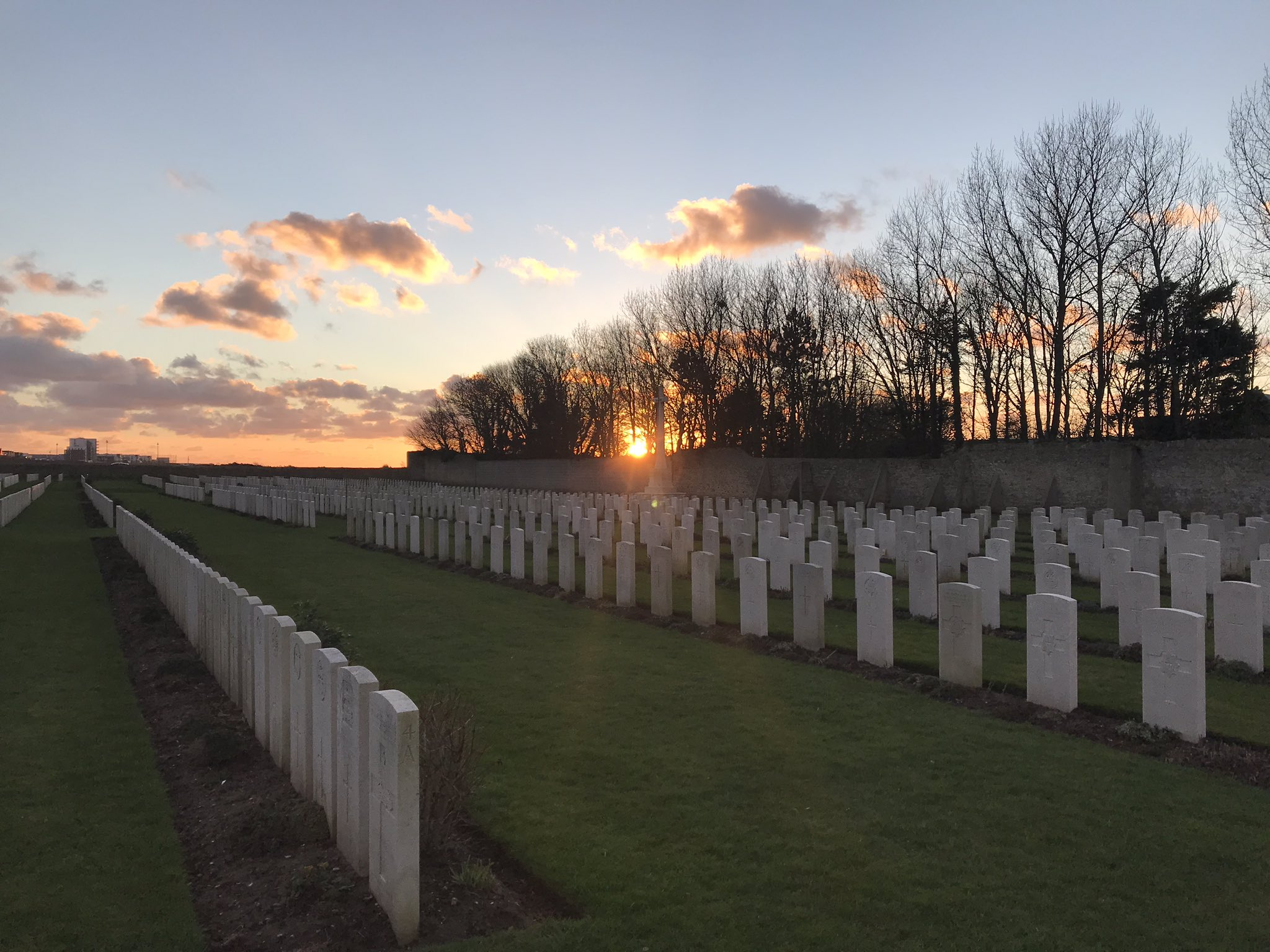 Terlincthun British Cemetery (3) at sunset today. #WW1 #PasdeCalais https://t.co/qK1i0xNbCh