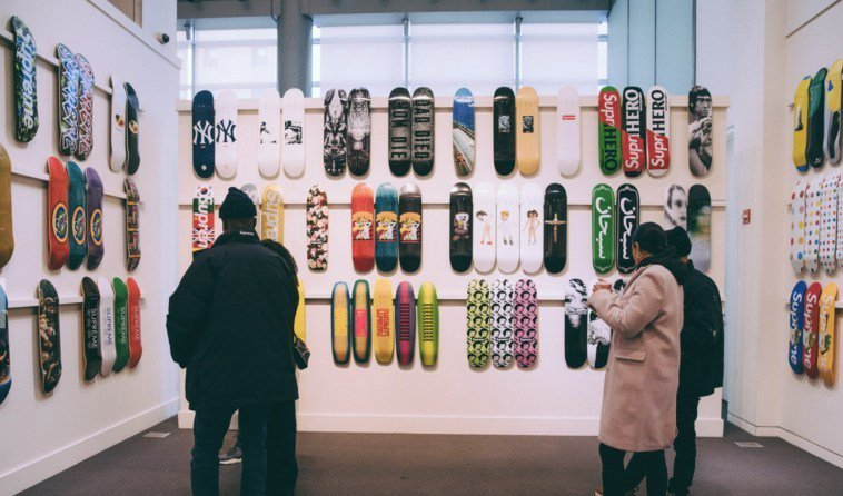RT @thisis50: Supreme skate deck collection sells for $800K atauction https://t.co/ZfZiyMeuFT https://t.co/qnVYUOhCWc
