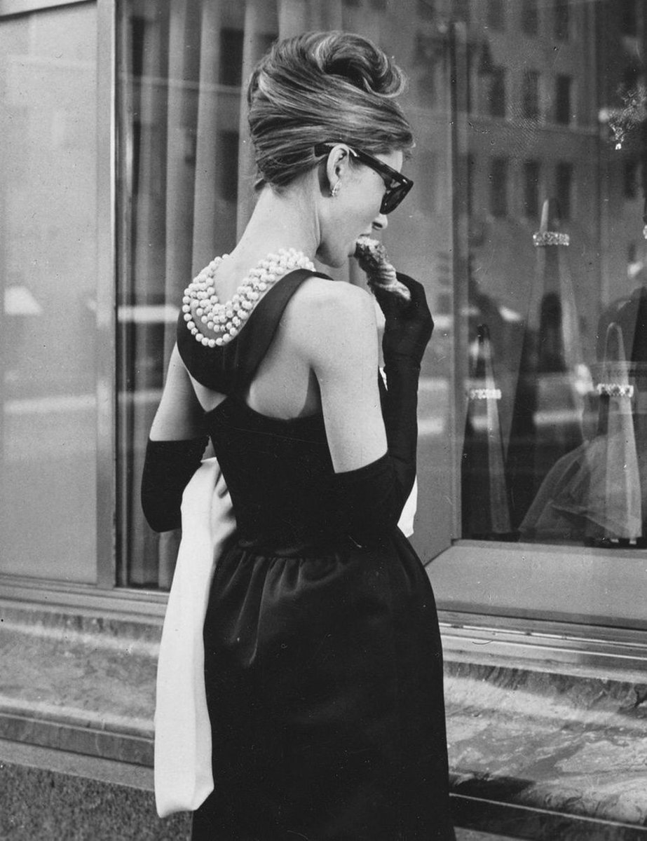 RT @SoAudreyHepburn: Audrey Hepburn photographed for Breakfast at Tiffany's, 1961 #NationalCroissantDay https://t.co/X1H789QwxR