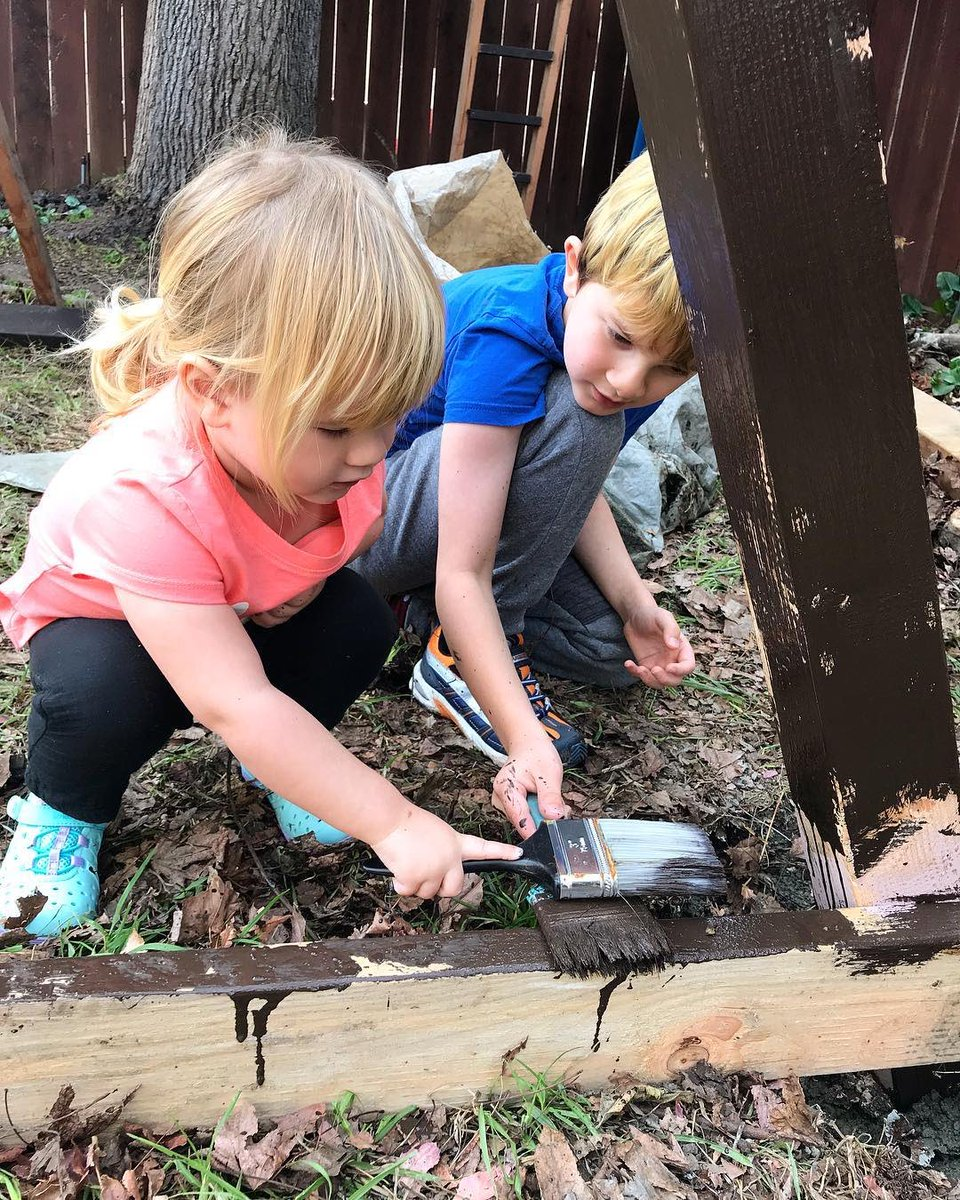 painting a treehouse for make a wish foundation. https://t.co/NIz1J3XhaX ????????????✨#unschooling #fieldtrip https://t.co/jXV7q6wl45