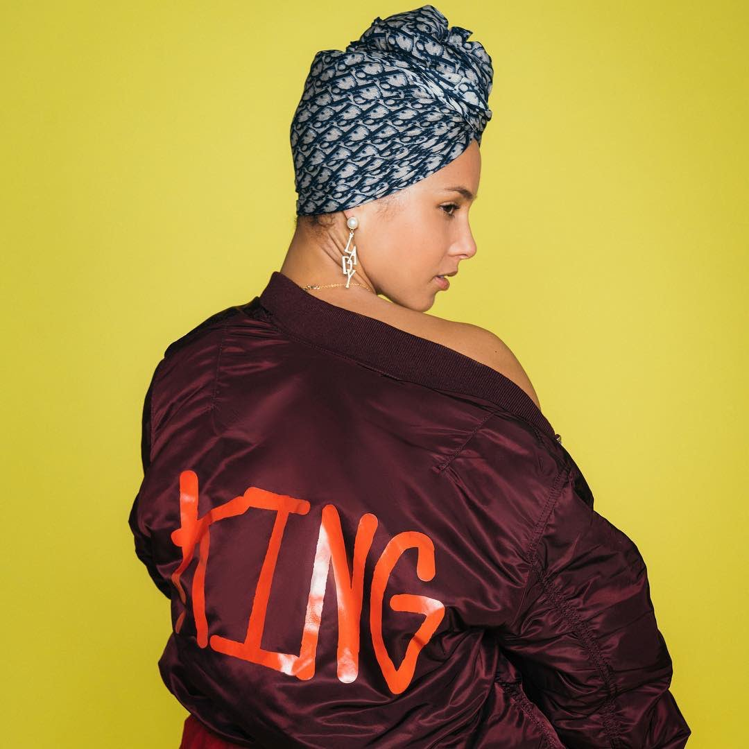Your love is king, crown you in my heart ???? ???? ???????? - @SadeOfficial https://t.co/2jxOq0kgAD https://t.co/71qgOsyFnB