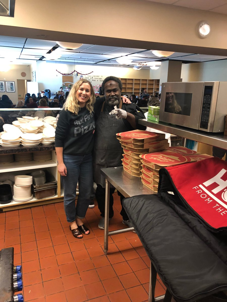 RT @pizzahut: @Sia We were happy to deliver this week! ???? https://t.co/nlm9EEcujU
