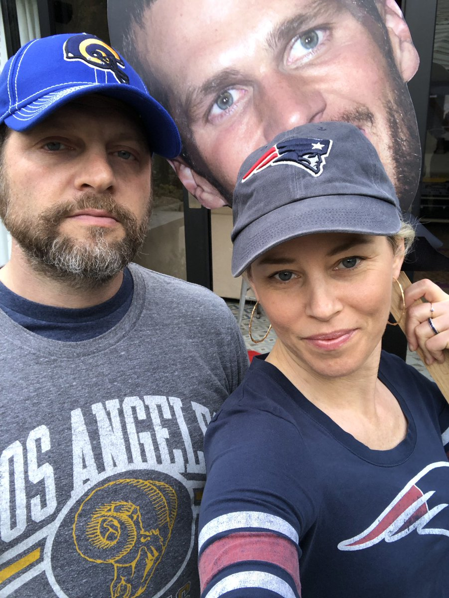 #SuperBowlLlll divided house!Let's go @Patriots @RamsNFL https://t.co/2bxXBmQrHs