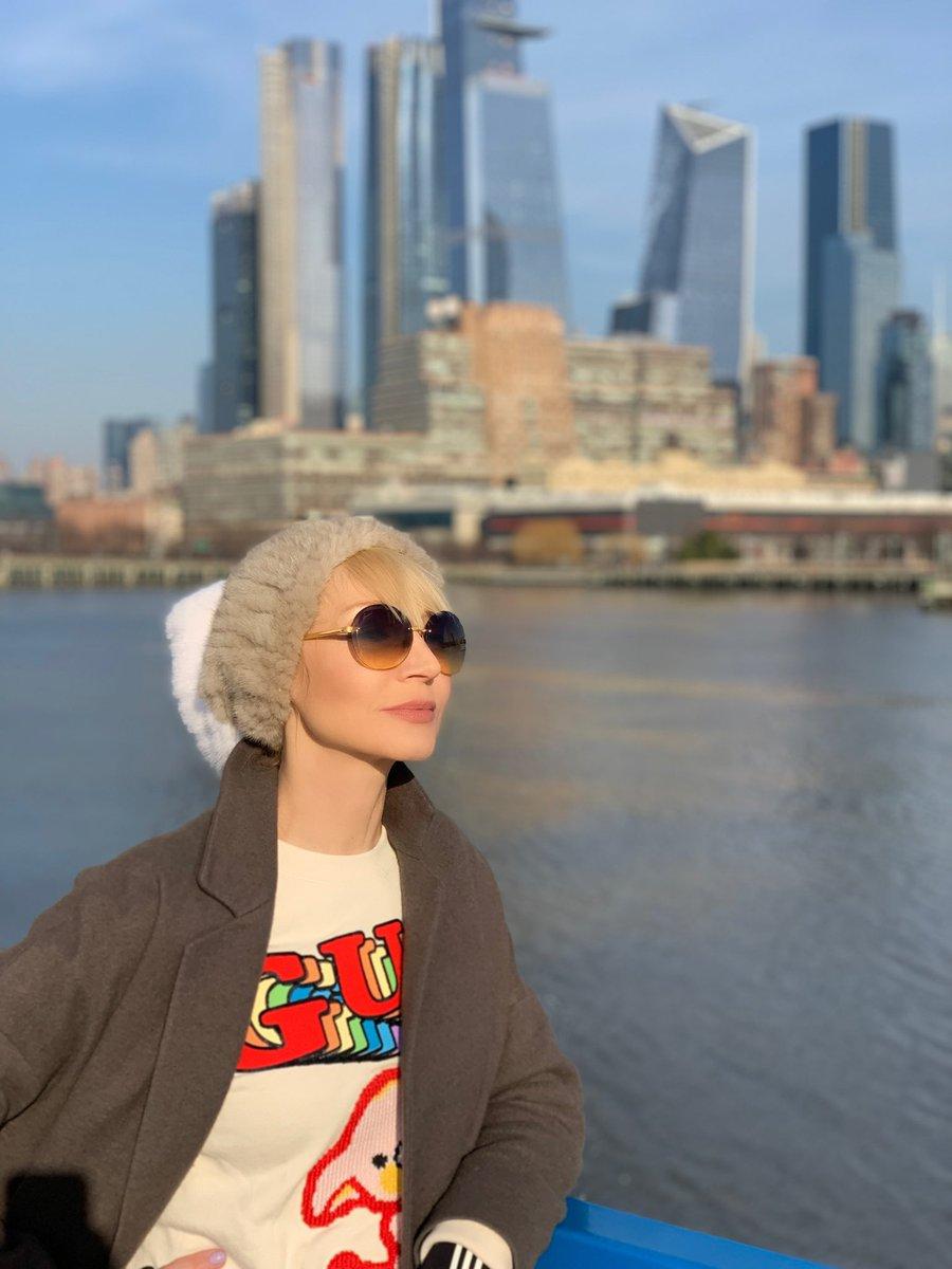 Воскресенье в Нью Йорке с @iamzemtsov ❤️☀️⛵️ #кристинаорбакайте #kristinaorbakaite #nyc https://t.co/orVjvEtqQa