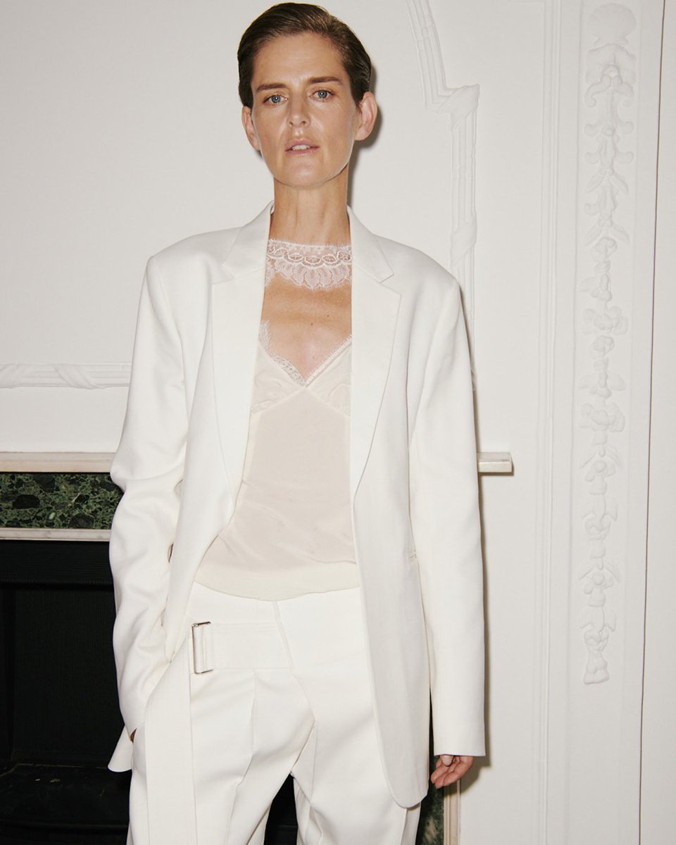 Backstage at my #VBSS19 show - #StellaTennant in the lace cami top and belted front pleat trouser! x VB https://t.co/vbMR6gBPyd