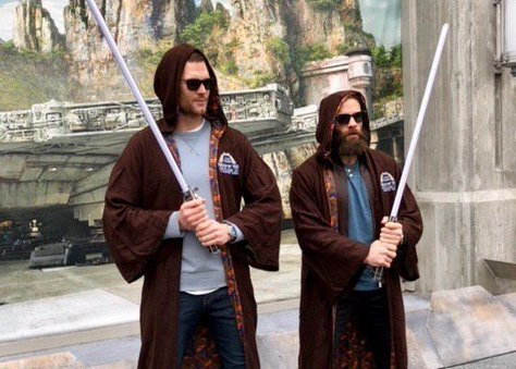 RT @thisis50: Tom Brady and Julian Edelman are celebrating at DisneyWorld https://t.co/WXFbVCirUd https://t.co/d49VxTvC3r