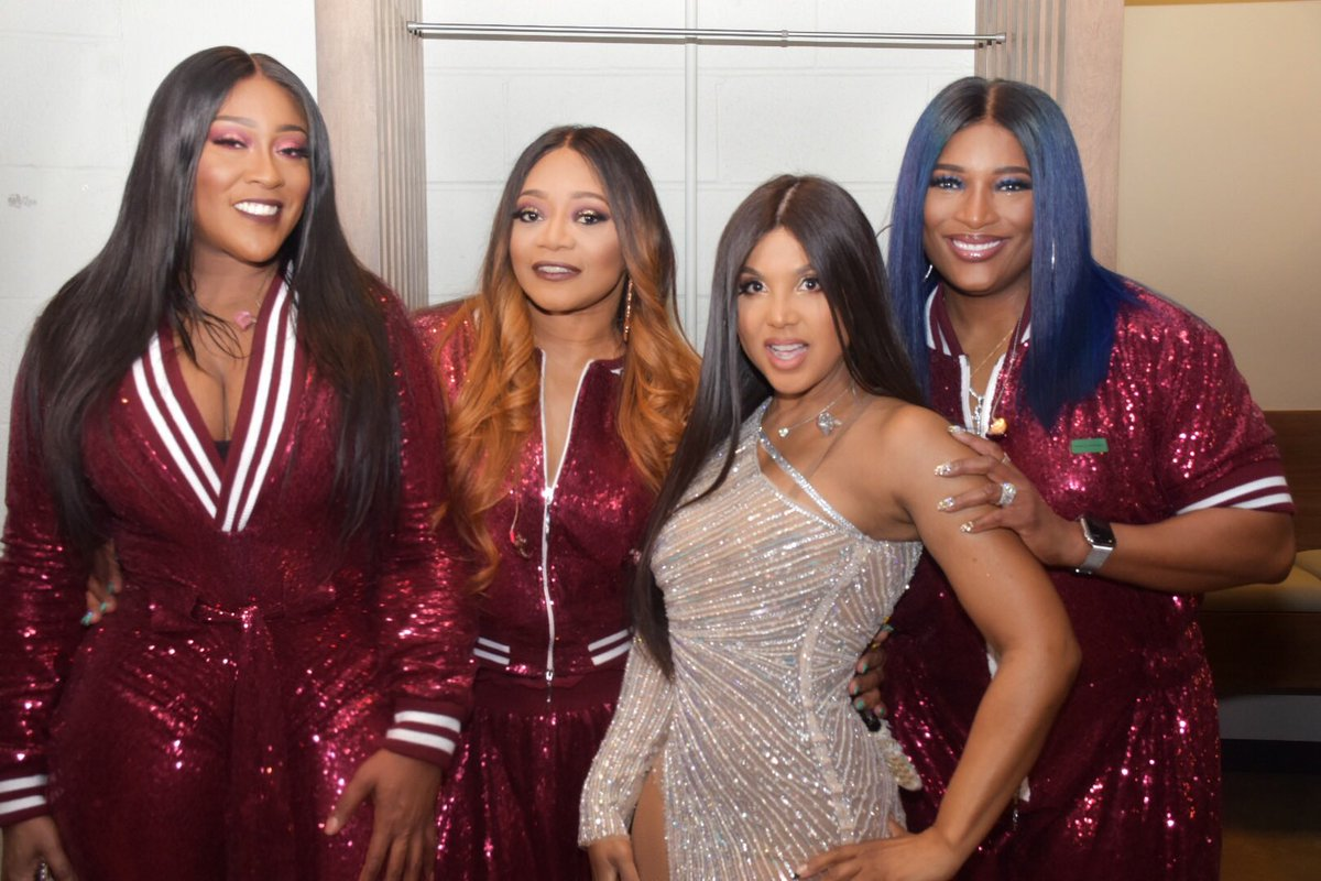 Backstage with my girls @THEREALSWV last night! ❤️#AsLongAsILiveTour https://t.co/HJraWzsOQS