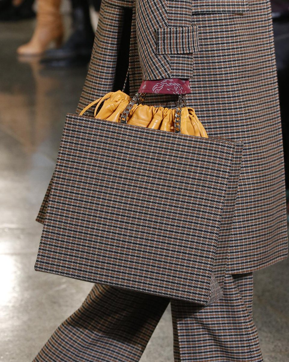 My new chain shopper - English polish with modern flair. See more at https://t.co/HnD2u2hrhy https://t.co/Efl6TN0bDQ