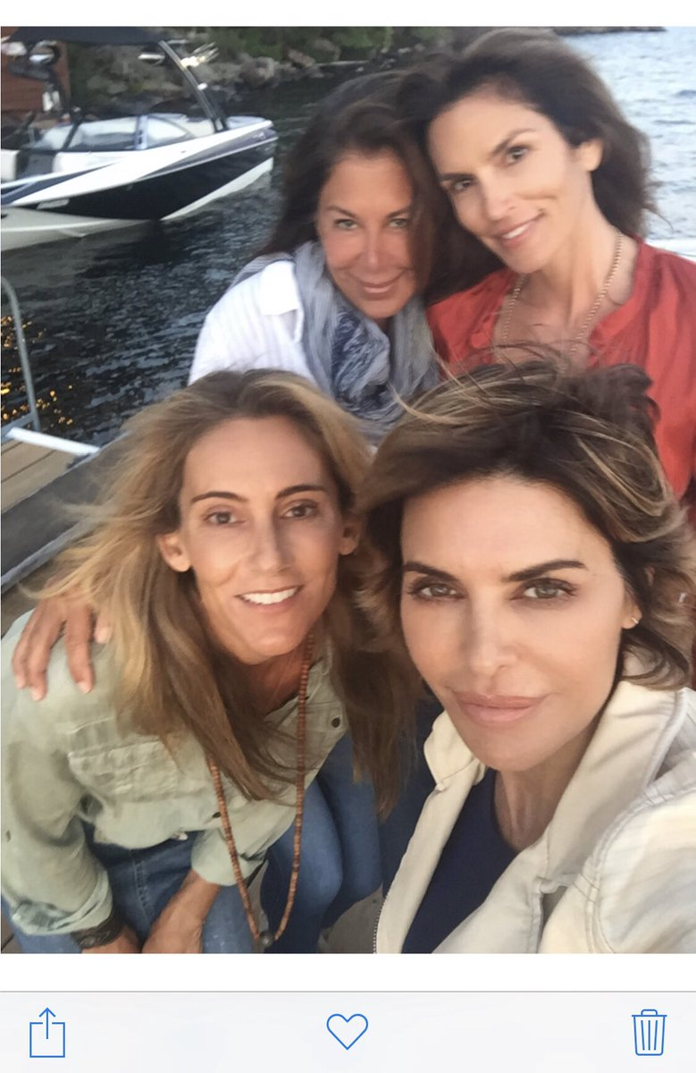 Happy Birthday @CindyCrawford hope you're having the best day ever! ❤️❤️❤️ https://t.co/Vipi6KhZj2