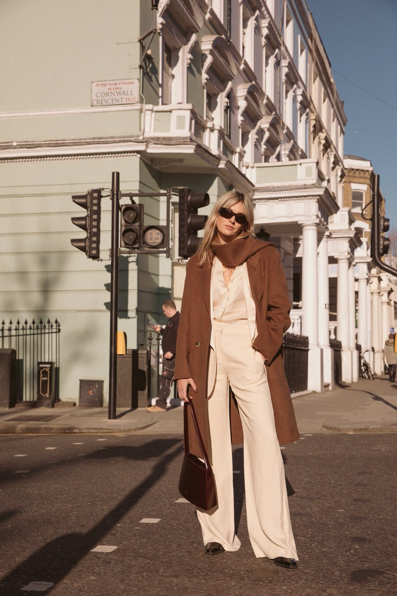 Un jour, un look : Camille Charrière à la Fashion Week de Londres --> https://t.co/YUfPAvNYKE https://t.co/xqnO5JHvkW