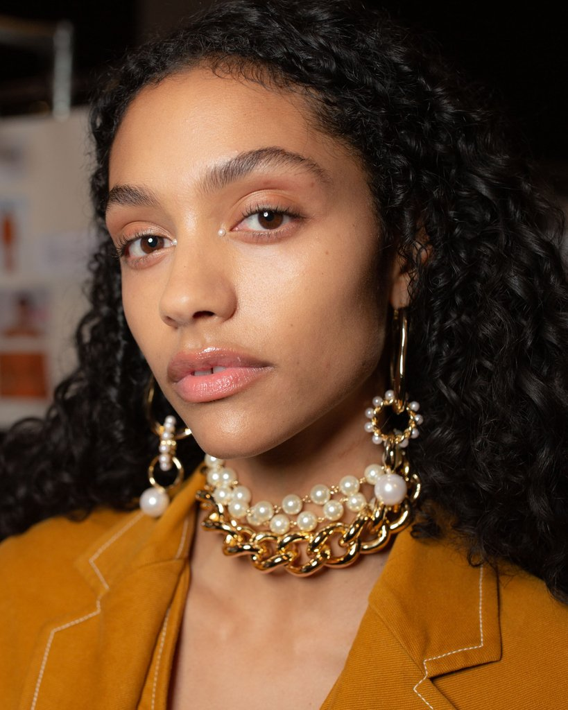 RT @FashionWeek: Pearled to perfection. Taking a closer look at the jewels backstage at #Adeam #NYFW February 2019. https://t.co/wDgEHD5bBY