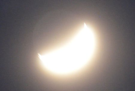 test ツイッターメディア - 【宇宙見物】2019/02/10 うすい雲の向こうの「地球照」は、まるであの「うぐいすボール」だヘ(^.^)/ https://t.co/YkPVV2DcGv