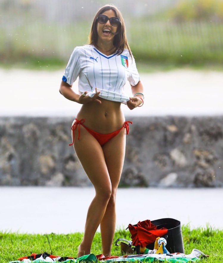 RT @footybabess: Italian beauty @ClaudiaRomani Makes my heart miss a beat ???? https://t.co/uKYfqokEGh