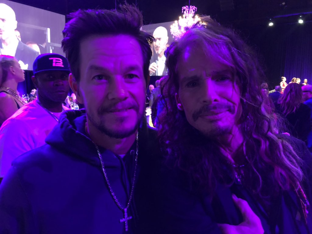 BOSTON STRONG ????????@MARKWAHLBERG #JAMFORJANIE @JANIESFUND #GRAMMYS https://t.co/bB498w1Lsn