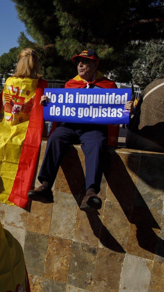 RT @bicicletagris: ¿Estos no son los que van a tope con Guaidó?  #LaCafeteraPPinchazo https://t.co/HJSLECY170