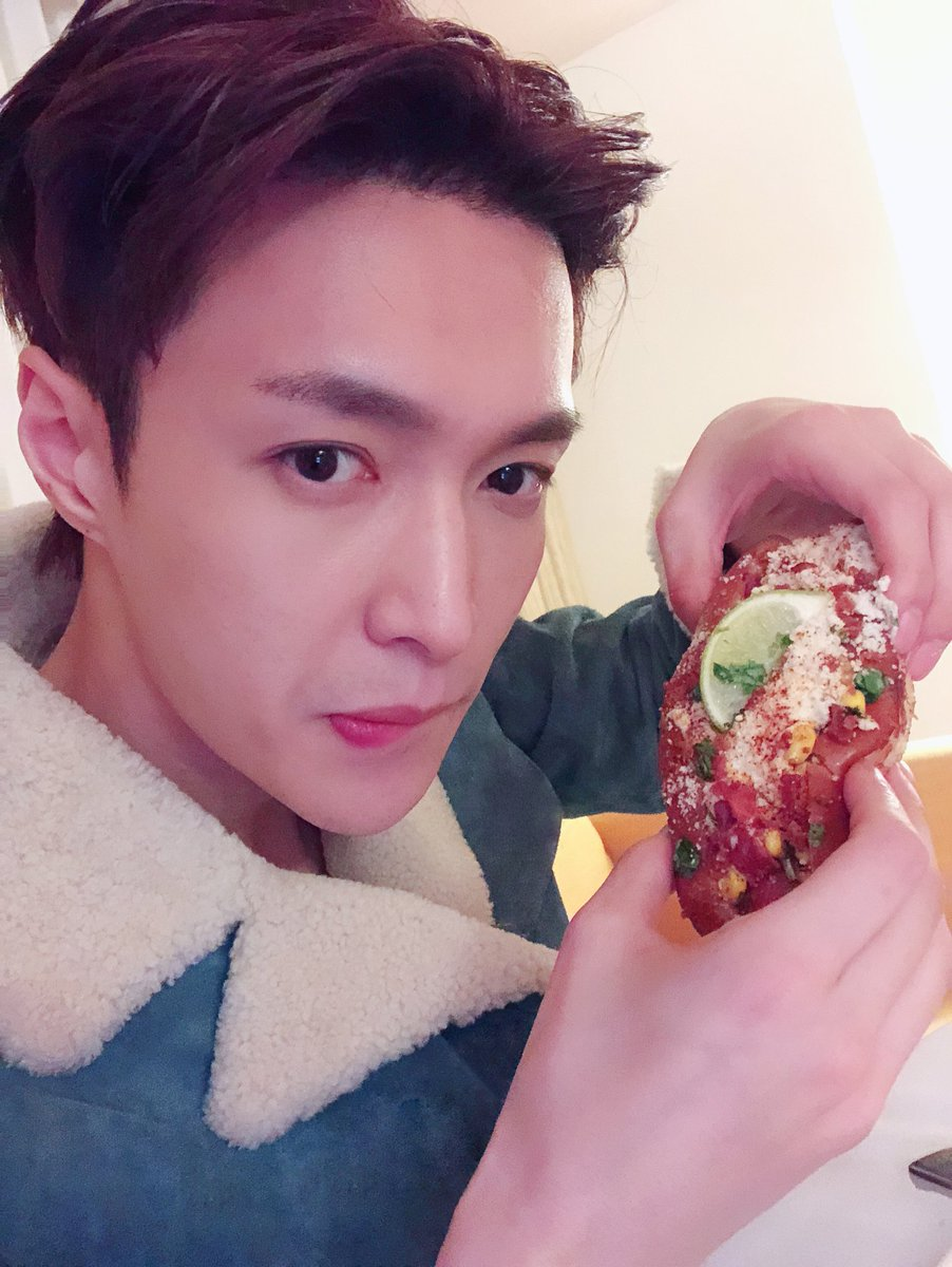 RT @layzhang: It was a good day! #GRAMMYs #hotdog https://t.co/4EHIa0uJBj