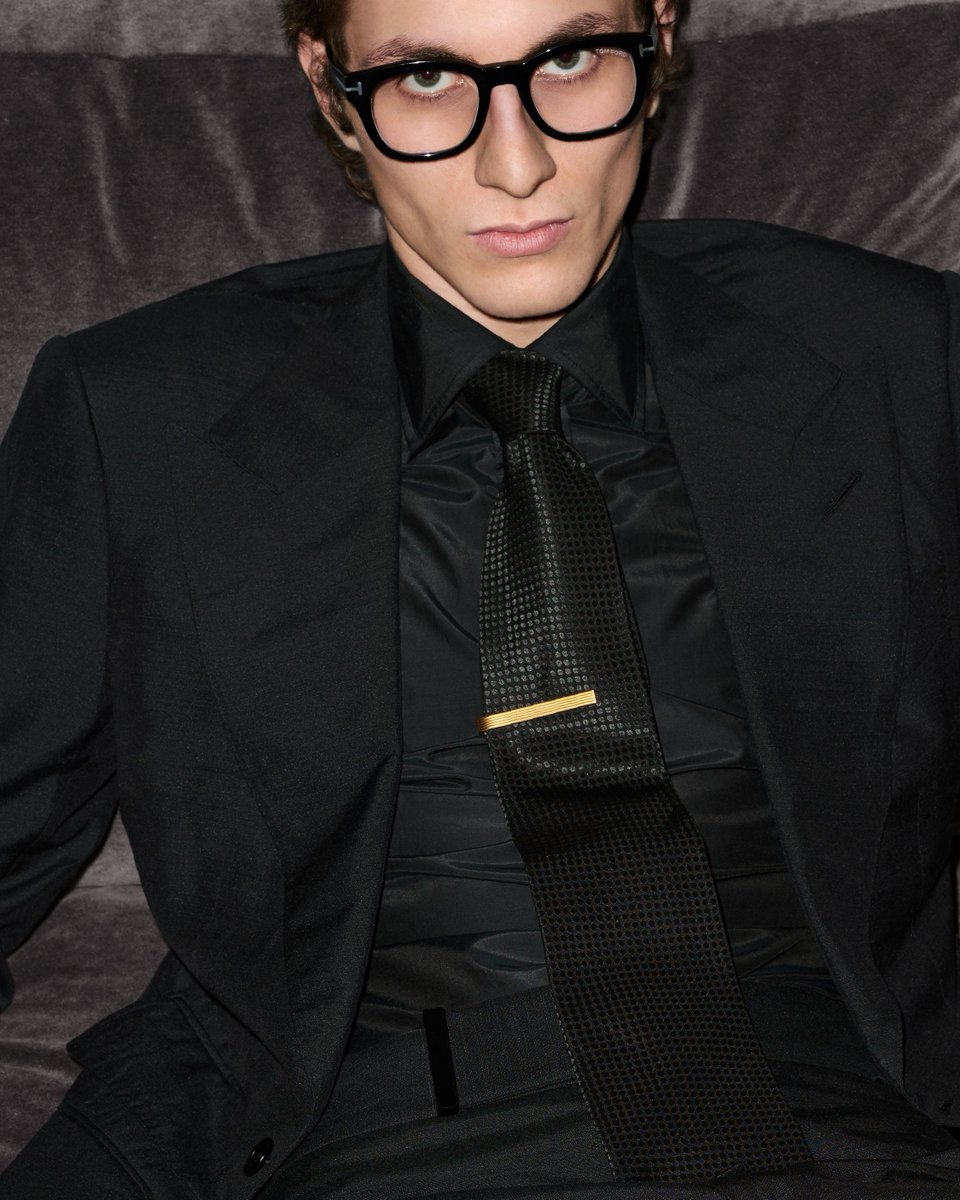 Discover iconic TOM FORD suiting.  https://t.co/DxUAplPTLo #TOMFORD https://t.co/feNlJbLfYT