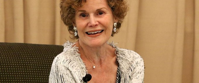Happy birthday, Judy Blume (née en 1938)! Thank you for helping millions of girls get through adolescence!