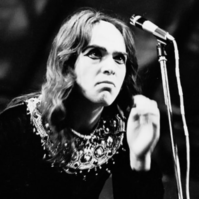 A huge Happy Birthday to former Genesis frontman Peter Gabriel, born on this day in Chobham, Surrey in 1950.