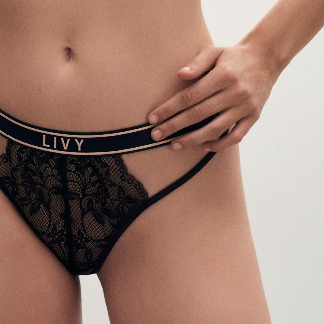"""Thanks, it's from Paris."" - a thing you can say when you shop LIVY: https://t.co/cEla9VLUI7 #VictoriaMeetsLIVY https://t.co/LBZwKI7tzt"