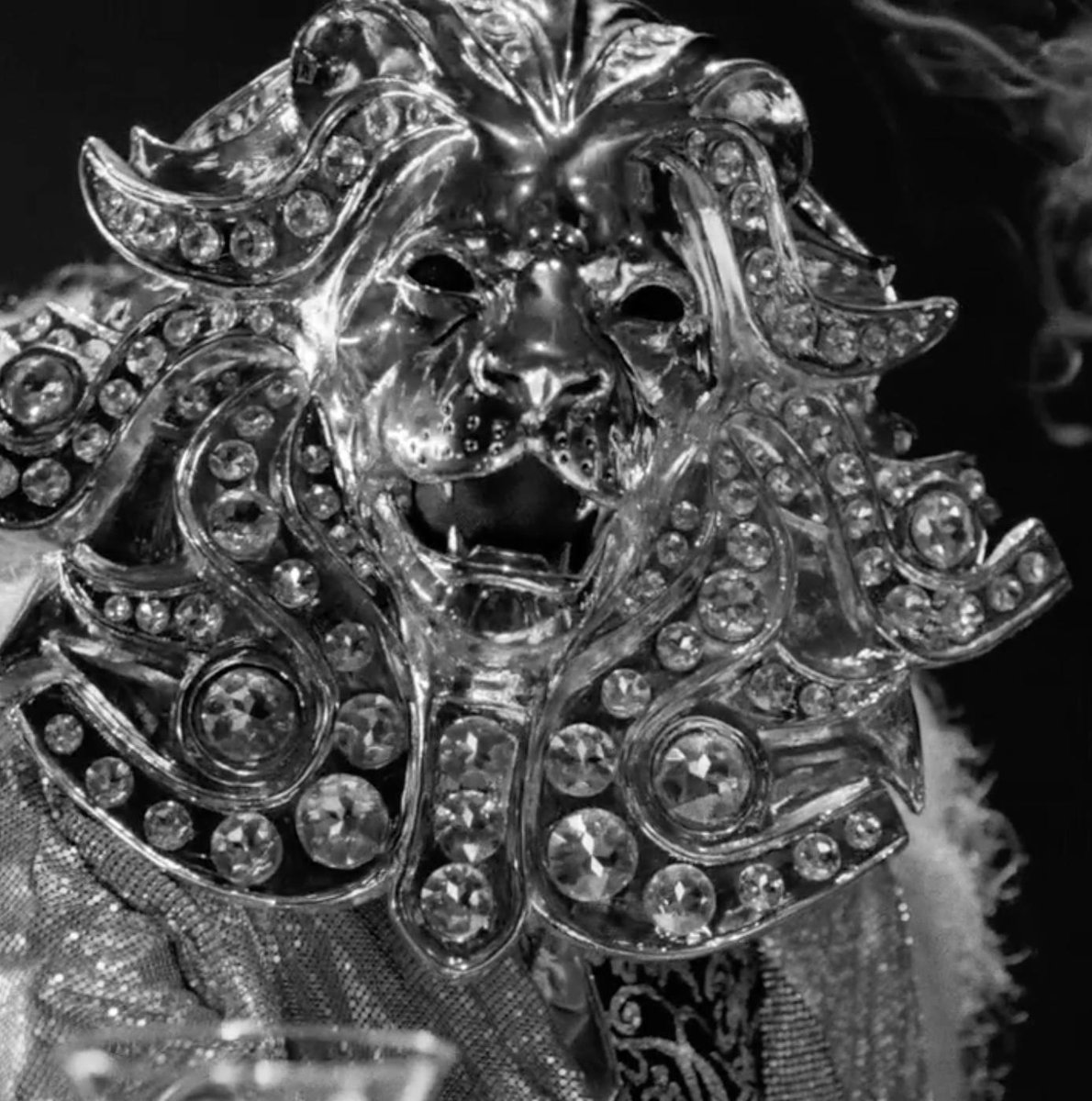 RT @MaskedSingerFOX: A mighty roar! ???? Send us your guesses by tweeting #LionMask + #TheMaskedSinger. https://t.co/6VteEdSZ4q