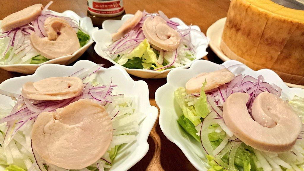 test ツイッターメディア - 晩ご飯 🌼ハート型ハンバーグ 🌼鶏ハムサラダ 🌼治一郎のバウムクーヘン  ごりぴちゃんのお手製の鶏ハムをサラダに! pochiさんからのバウムクーヘン! pochiさんからのソースを使った、ハンバーグソース!  食卓が華やかです💐ありがとう‼️ https://t.co/bh6w3z6qiW