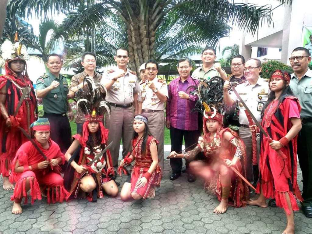 RT @Indonesiaberit4: Kaban BKP Hadiri Launching Ekspor Copex dan PKE Asal SulawesiUtara https://t.co/QQi5cI8YNq https://t.co/dsPKMQdGvr