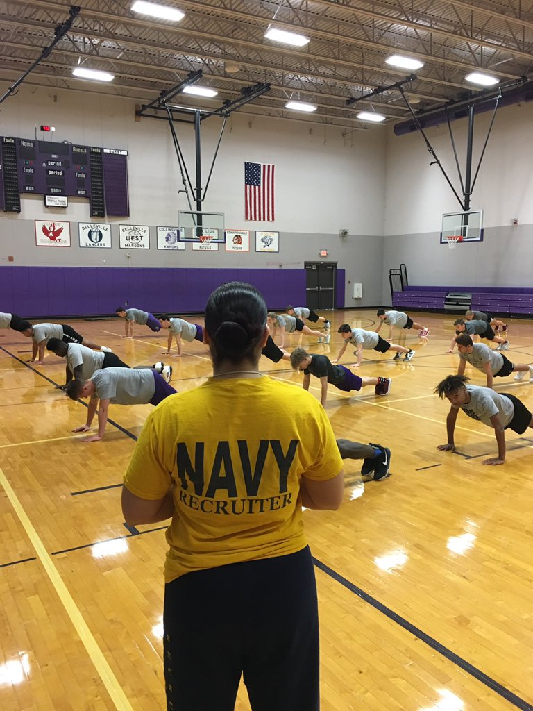 RT @Kahoks_Football: Making a C.H.A.N.G.E. with our student-athletes today. #NavyRecruiter #WGM6 #thekahokway https://t.co/H4fU59v9g5