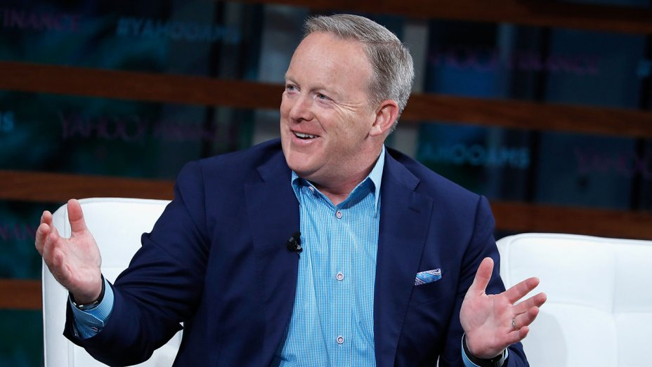 Why Sean Spicer joined 'Extra' as a TV correspondent