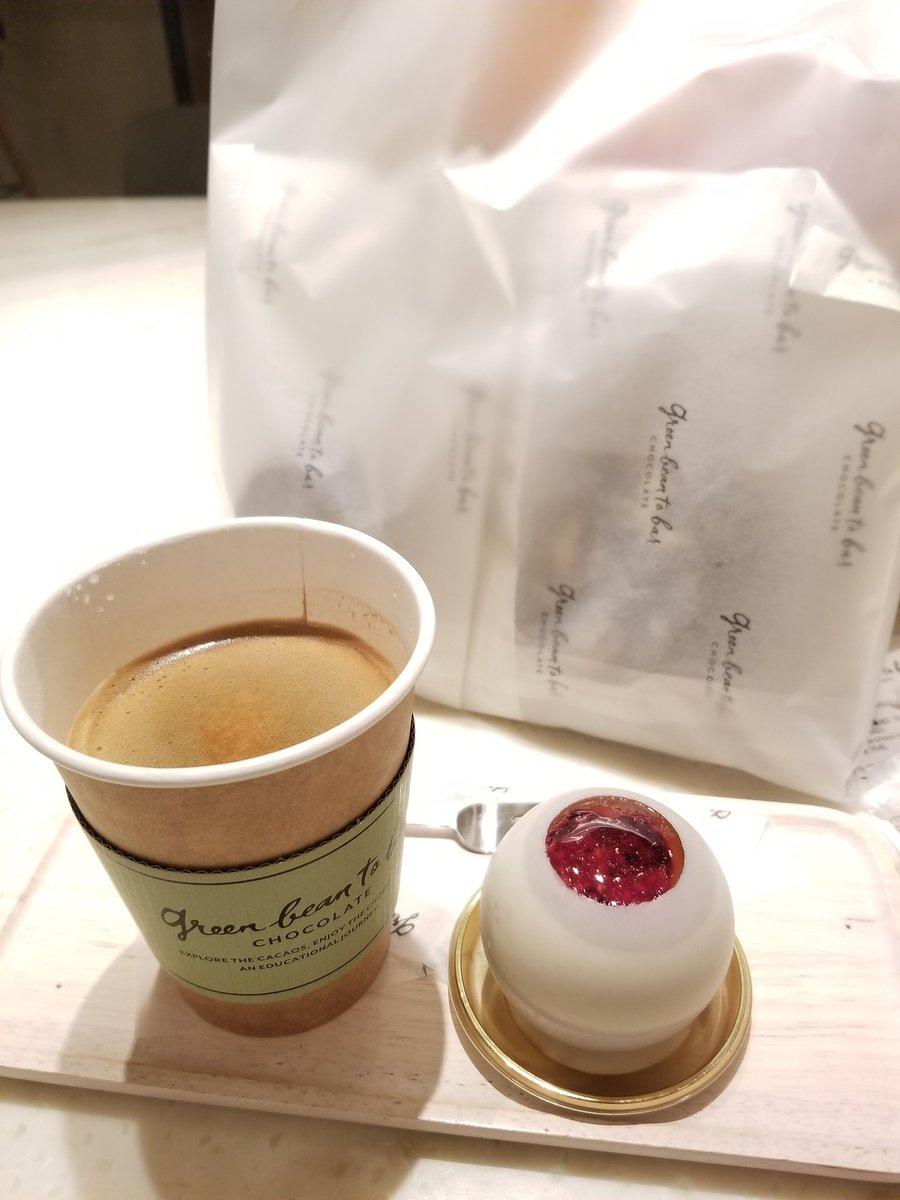 test ツイッターメディア - グリーンビーントゥーバーでケーキ! 手前の茶色い丸いのは、モンブラン。 白いのはバレンタイン限定ケーキで、紅茶のプリンが入ってた😆それと、ベリーなジャムが甘酸っぱくて最高だった…。限定と言わず、一年中売ってほしい。  焼き菓子やチョコレートもたくさん買って帰りました。 https://t.co/xR9xvldLIY