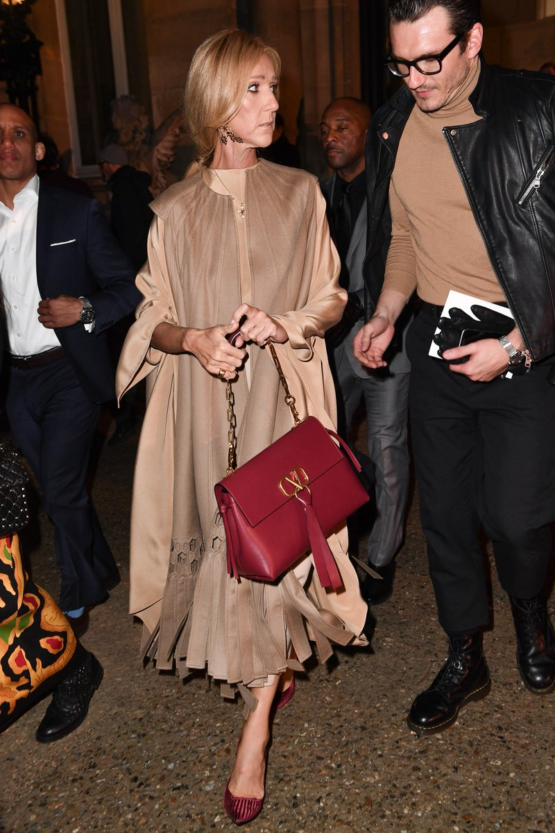 The #VRING observed. @celinedion is captured carrying the VRING bag, by #PierpaoloPiccioli. https://t.co/c53cYtdVUh