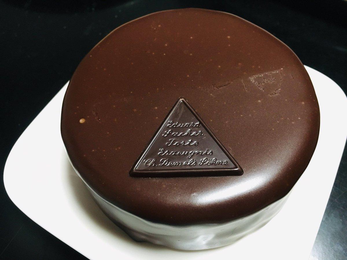 test ツイッターメディア - バレンタインデーのスイーツたち。 やっと今日食べたよー 憧れのデメルのザッハトルテと自作のレアチーズケーキ。  ゼラチンと砂糖が足りなくてシビアなチーズ味だったけれど、砂糖の塊みたいな甘さのチョコと一緒に食べるとちょうどよかった…… https://t.co/EM7JFMzLW3