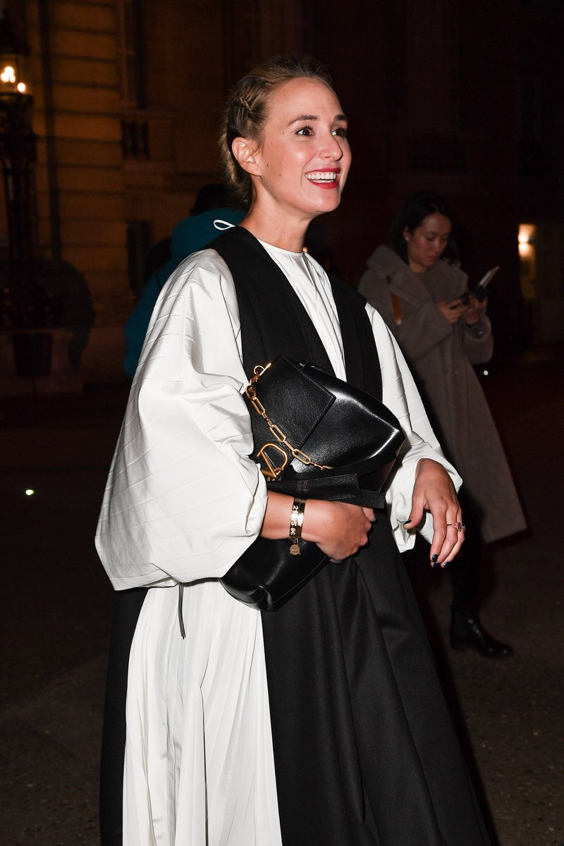 The #VRING observed. Elisabeth von Thurn und Taxis carries the VRING bag in solid black, by #PierpaoloPiccioli. https://t.co/UGG5hH80kE