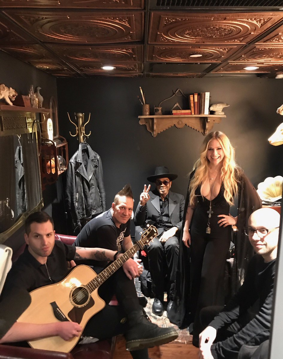 Loved being with my band and my fam for album release week ???????????? #HeadAboveWater https://t.co/7oNQELbKJN