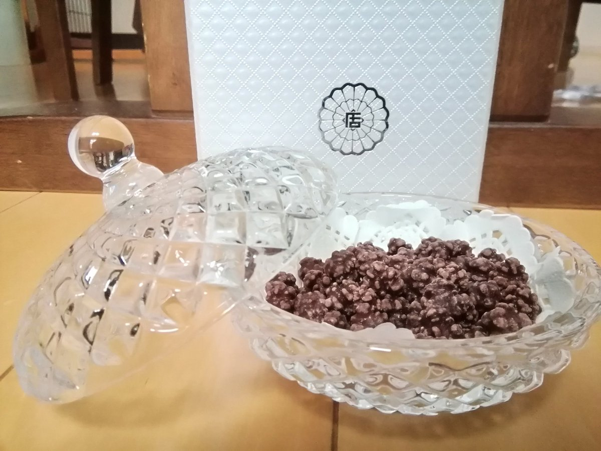 test ツイッターメディア - 緑寿庵清水 マカダミアチョコレートの金平糖 チョコの香りと風味と新食感 https://t.co/GKDjhazl31