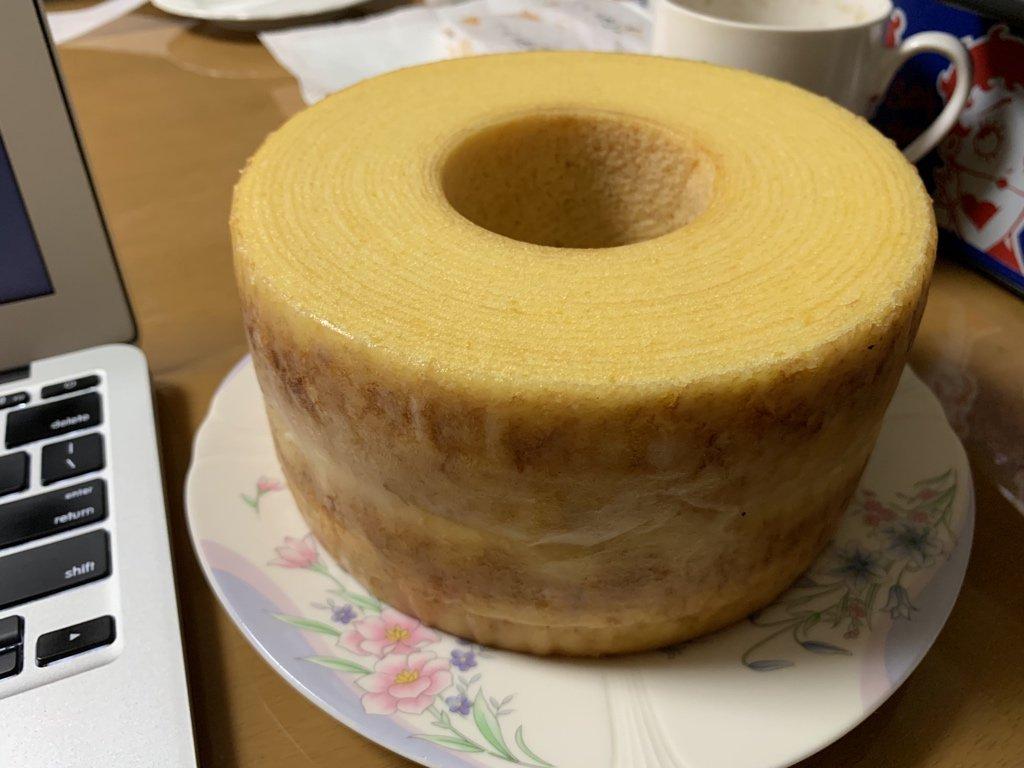 test ツイッターメディア - 今回のお土産は「治一郎のバウムクーヘン」上品な甘さで、生地はしっとり、卵黄のこゆい味が特徴のバウム……と、俺の中で話題に。 https://t.co/cMUGL7V9ho