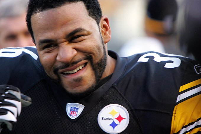 Happy Birthday Jerome Bettis aka the bus. One of the best nfl running backs of all time.