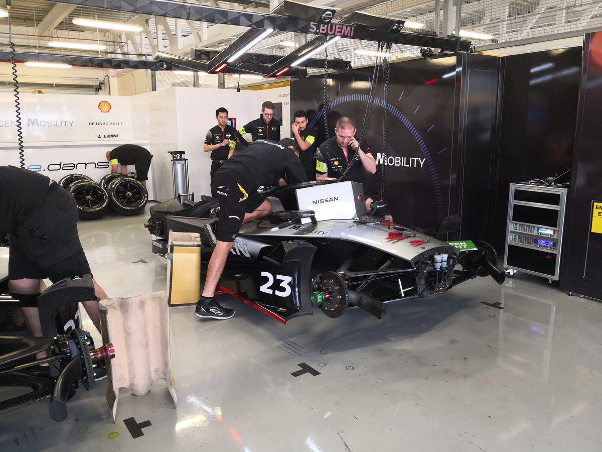 Y gracias a @Nissan_mx nos metimos hasta el garage del @Nissanedams de #FormulaE previo al #MexicoCityEPrix https://t.co/KQLLoS0fuh