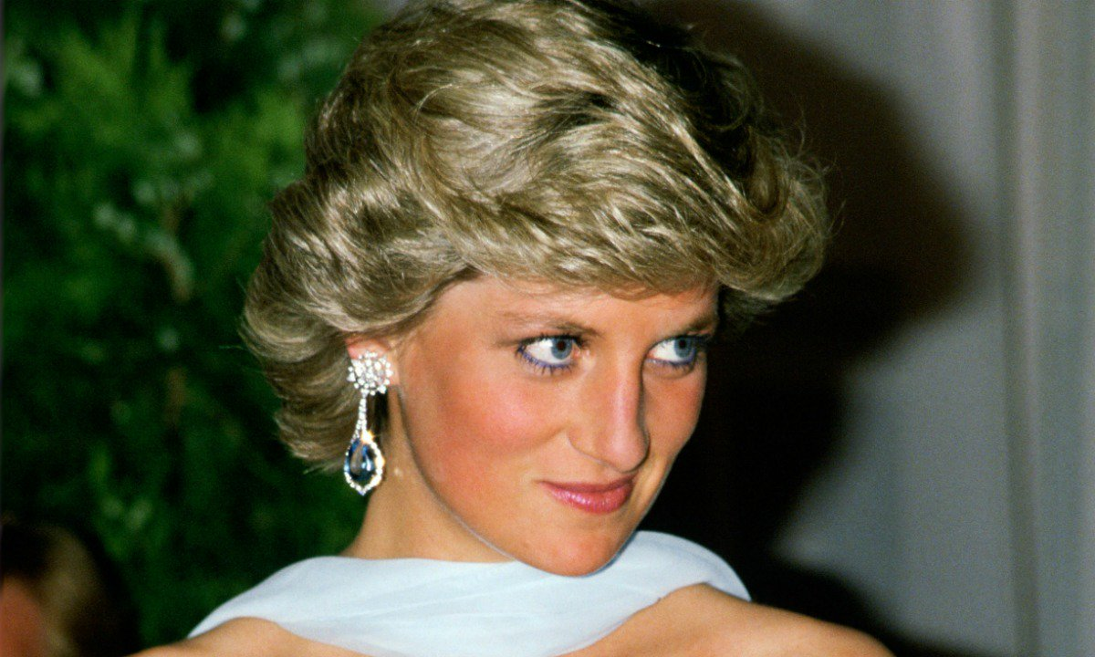 See Princess Diana's iconic dresses being recreated for a beyond exciting reason! https://t.co/9FBkYFpMGY https://t.co/J8UMAS77VI