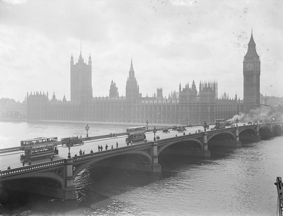 RT @DuilleDesign: Westminster Bridge with trams, Big Ben and The Houses of Parliament. Photographer unknown. c.1918. https://t.co/Vopj90Dh8X