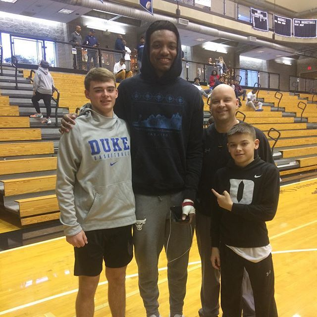 Celebrating a big win to get to the Sweet 16 with a picture with Wendell Carter Jr!🏀 https://t.co/cgnkfA4THk https://t.co/EFD4pJqUNB